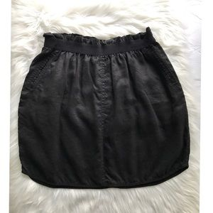 Wilfred with Linen Black Pockets Skirt